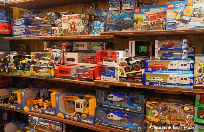 Domino   Boutique Souvenirs Cadeaux   La Clusaz cac0584eec81