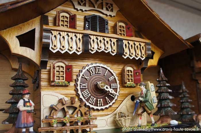 le tetras magasin souvenirs coucou horloge la clusaz. Black Bedroom Furniture Sets. Home Design Ideas