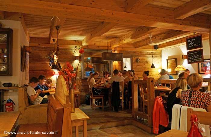 Restaurant la cal che la clusaz haute savoie - Decoration chalet savoyard ...